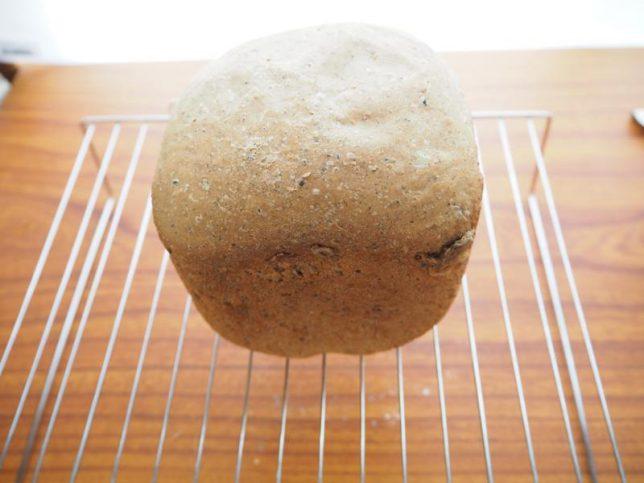 黒ゴマしぼりかすパン